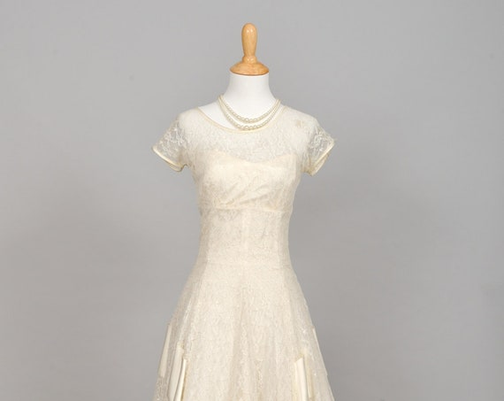 1950 Ribbon Lace Vintage Wedding Gown