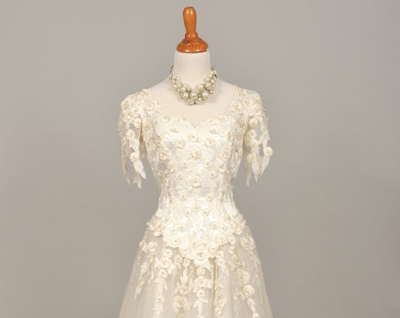 1980 Lace Appliqued Vintage Wedding Gown