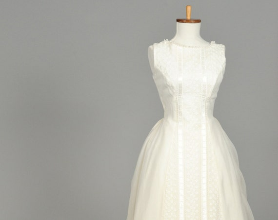 1960 Embroidered Vintage Wedding Gown