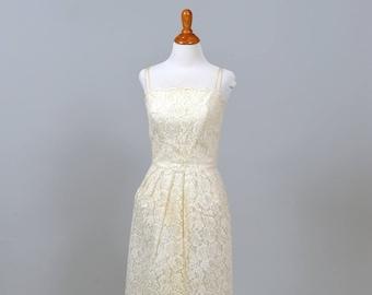 1960 Sweet Scalloped Vintage Wedding Dress