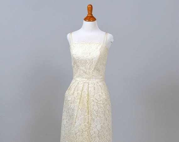 1960 Sweet Scalloped Vintage Wedding Dress