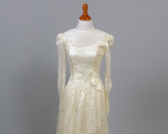 1970 Asymmetrical Lace Vintage Wedding Gown