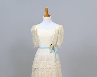 1970  Scalloped Lace Vintage Wedding Dress
