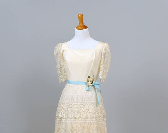 1970  Scalloped Lace Vintage Wedding Dress