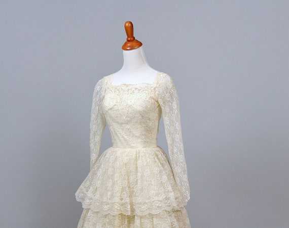 1950 Long Sleeves Lace Vintage Wedding Gown