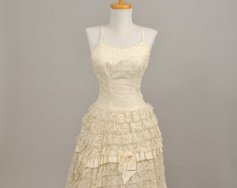 1960 Tiered Lace Vintage Wedding Gown