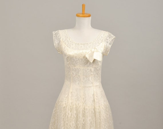1950 Scooped Lace  Neckline Vintage Wedding Gown