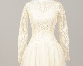 1960 Creamy Lace Vintage Wedding Gown