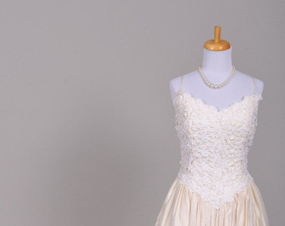 1980 Lace Filigree Vintage Wedding Gown