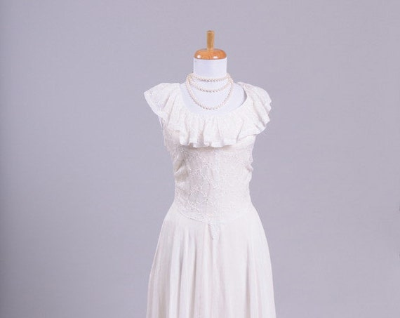 1940 Eyelet Vintage Wedding Gown