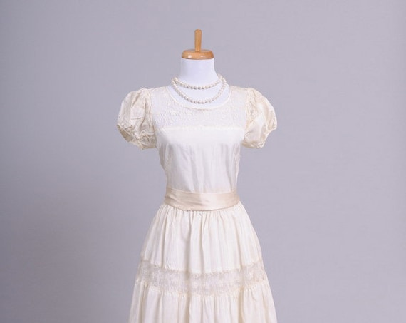 1940 Peasant Lace Vintage Wedding Gown