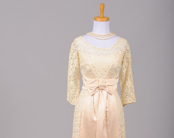 1960 Lace Cream Wiggle Vintage Wedding Dress