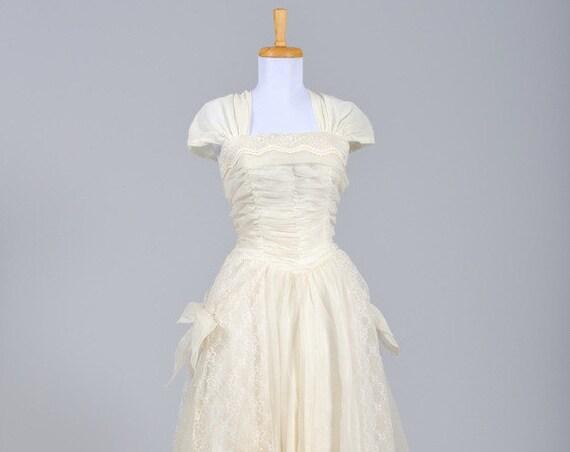 1950 Ecru Lace Vintage Wedding Gown