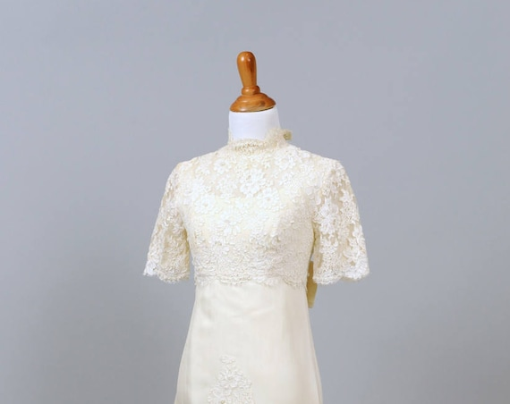 1960 Vintage High Neck Lace Wedding Gown
