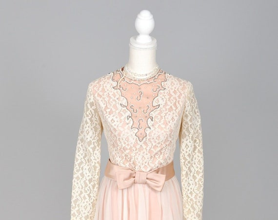1970 White Floral Lace Long Sleeve Vintage Wedding Dress