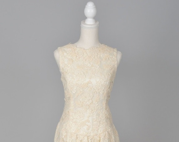 1960 Ecru Appliqued Lace Vintage Wedding Dress