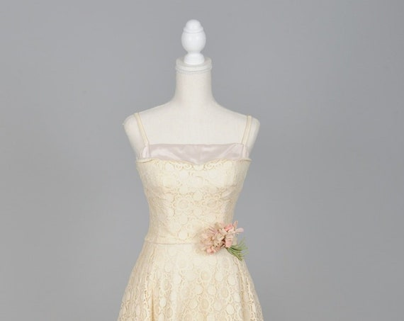 1950 Ecru Lace Full Skirt Vintage Wedding Dress