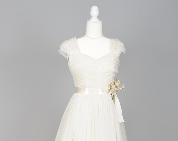 1950 White Chiffon Capped Sleeves Vintage Wedding Gown