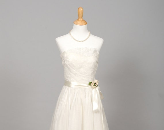 1950 White Organza Strapless Wedding Gown
