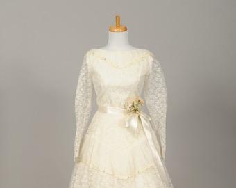 1950 Lace Daisy Chain Vintage Wedding Dress