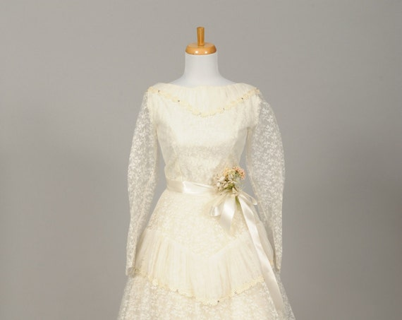 1950 Lace Daisy Chain Vintage Wedding Dress