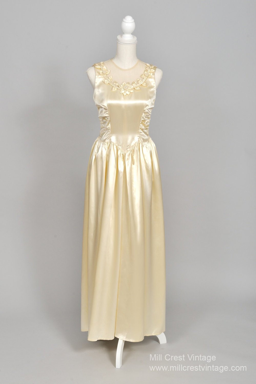 18 Slipper Satin Vintage Hochzeitskleid