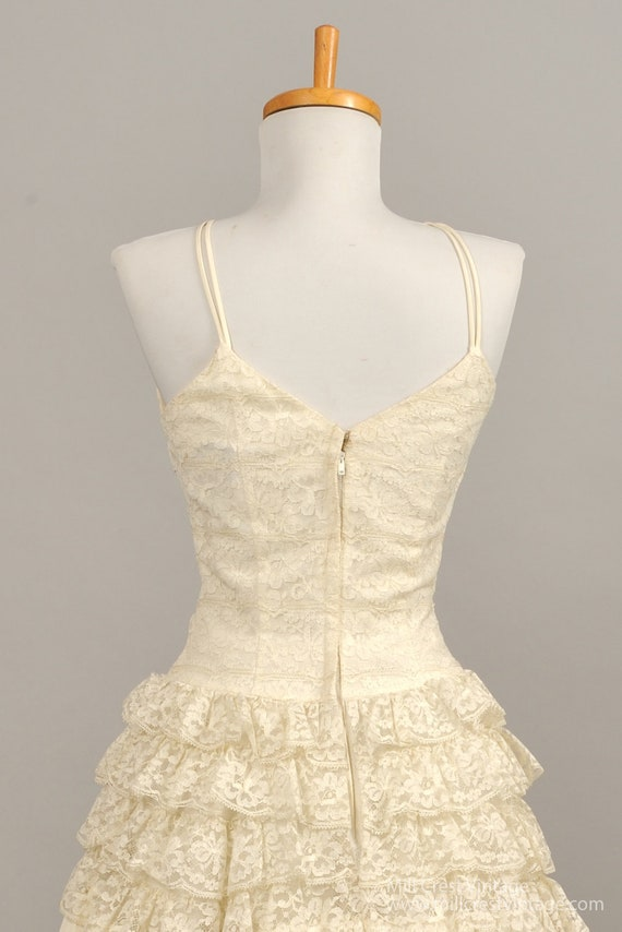 1960's Tiered Lace Vintage Wedding Gown - image 4