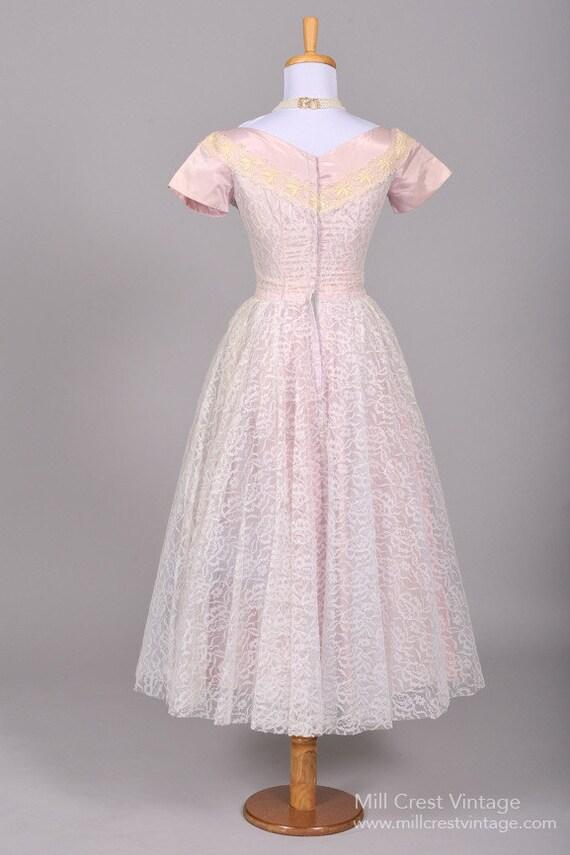 1950 Lilac Lace Vintage Wedding Dress - image 3
