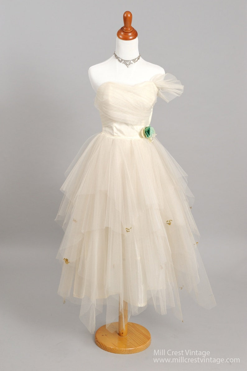 95e30a6f33f 1950 s Tiered Strapless Vintage Wedding Dress