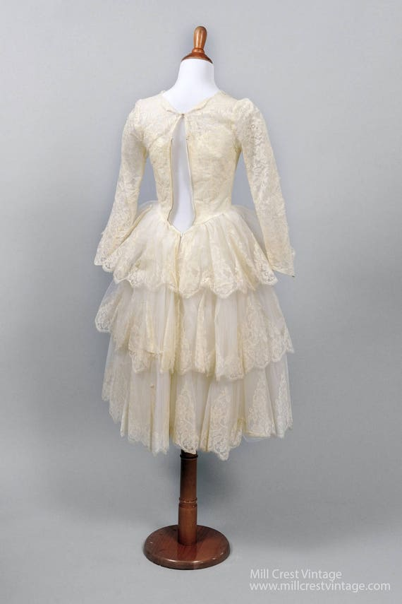 1950's Tiered Scalloped Vintage Wedding Dress - image 3