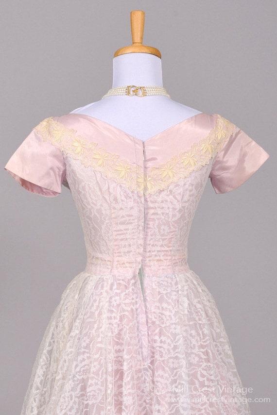 1950 Lilac Lace Vintage Wedding Dress - image 4
