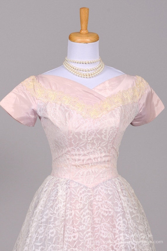 1950 Lilac Lace Vintage Wedding Dress - image 2
