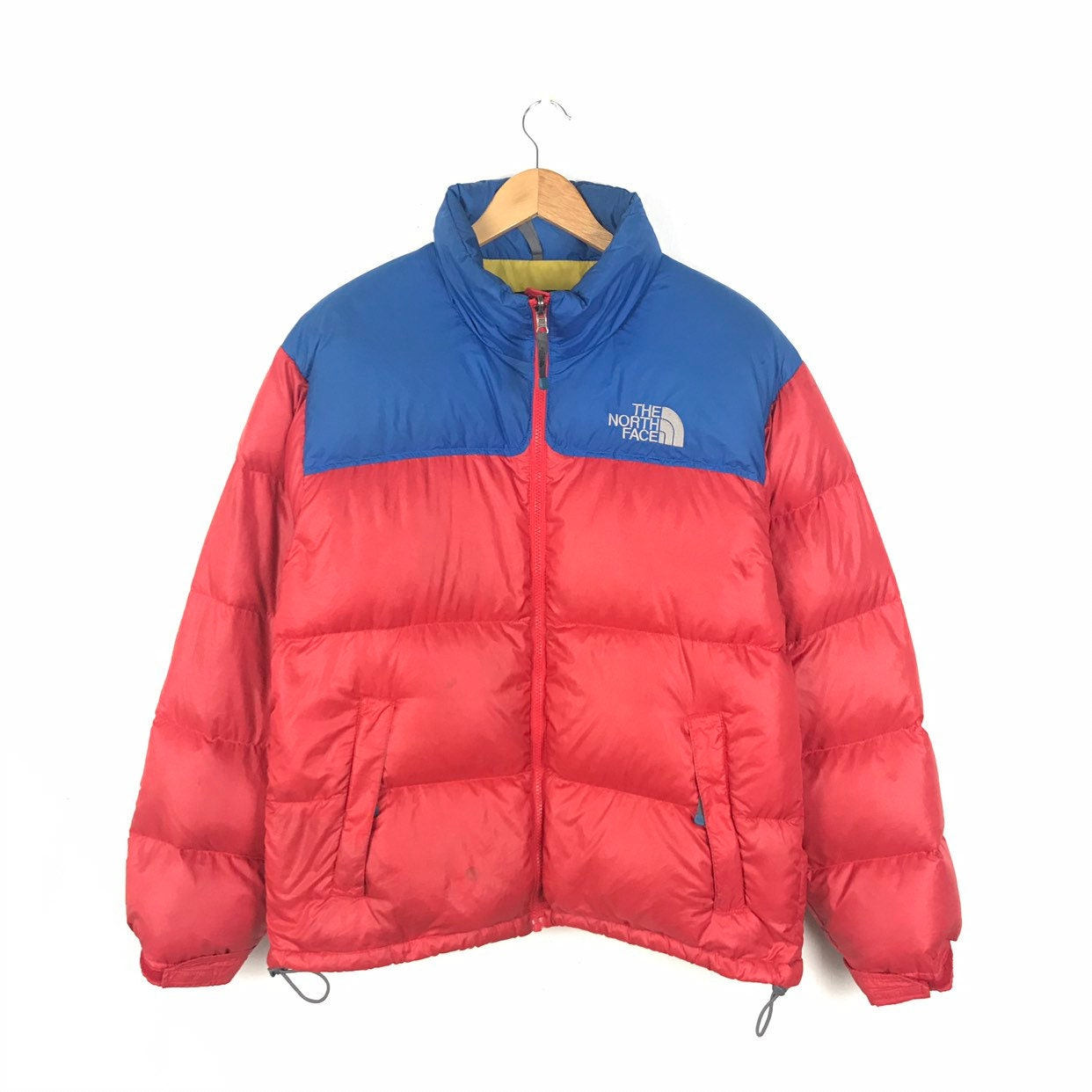 L aérosol-doseur North Face Vintage des couleurs années 90 Nuptse 700  compressible Candy couleurs des (rouge, bleu, jaune)   oie vers le bas de la  taille m ... 79a623d172fa