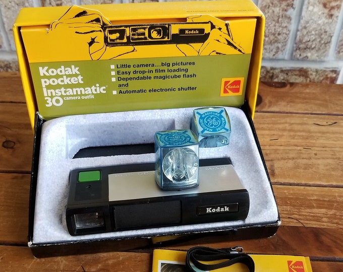 Vintage Kodak Pocket Instamatic 30 Camera Outfit w/ Original Box & Instruction Book and GE Magicubes - Shutter Works - Great Gift!