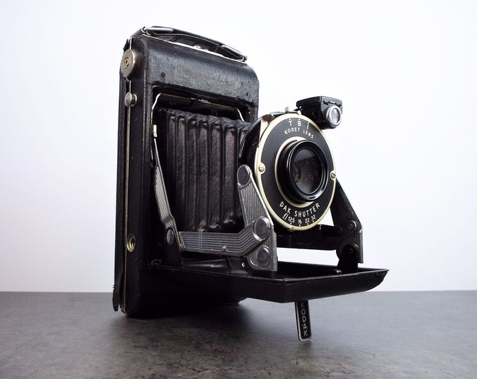 Vintage Eastman Kodak Vigilant Junior Six-20 Roll Film Camera - Takes 620 Film - 1930s Classic - Shutter and Aperture Work - Nice Display