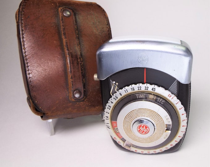 Vintage 1958 General Electric Golden Crown Exposure Meter Type PR-3 with leather case - Works perfectly!