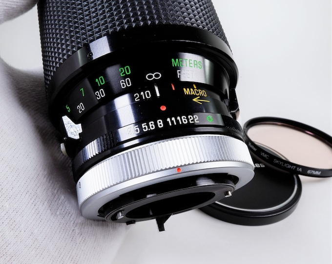 Vivitar Series 1 Canon FD Mount 70-210mm f3.5 Zoom Lens - Macro Close-Focusing Automatic Lens - Includes Metal Front Lens Cap & 1A Filter