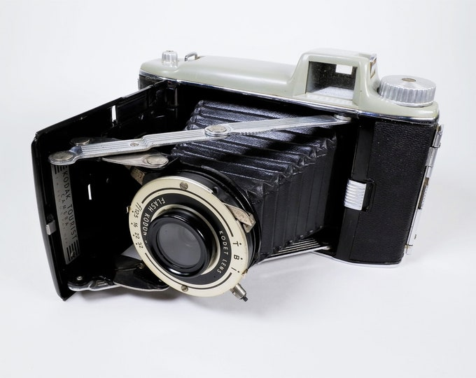 Vintage Eastman Kodak Tourist Folding 620 Roll Film Camera - Medium Format - Shutter and Aperture Work - Excellent Condition - Nice Display