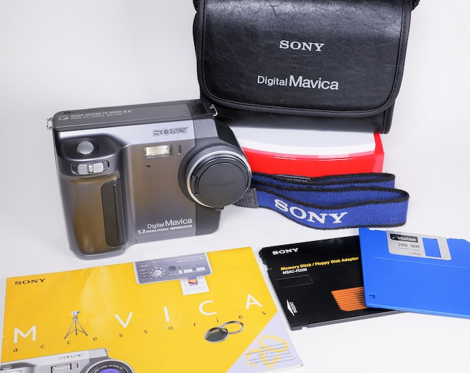 Sony Digital Mavica 1.3 MVC-FD85 Camera with Sony Optical 3X Zoom Lens - Sony Battery, Charger, Strap, Case, Books, CD and Cables - Tested