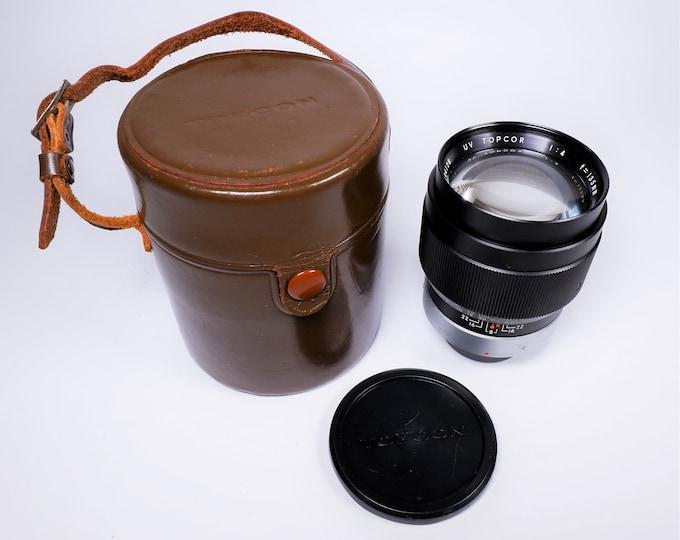 Topcon UV Topcor Tokyo Kogaku Japan 135mm f4 Portrait Lens - Telephoto - Prime Lens in Leather Topcon Case - Original Topcon F&R Caps - Nice