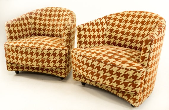 Magnificent Sale Pair Of Milo Baughman Houndstooth Barrel Chairs Evergreenethics Interior Chair Design Evergreenethicsorg