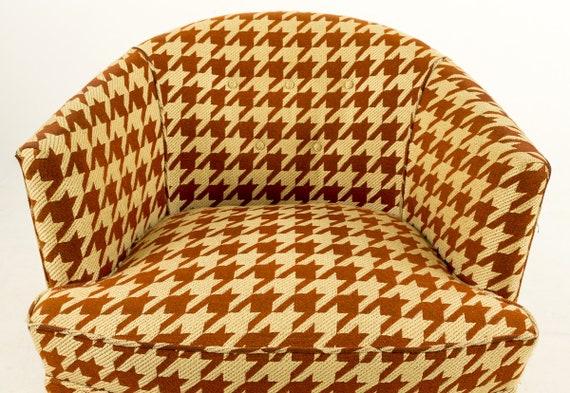 Superb Sale Pair Of Milo Baughman Houndstooth Barrel Chairs Evergreenethics Interior Chair Design Evergreenethicsorg