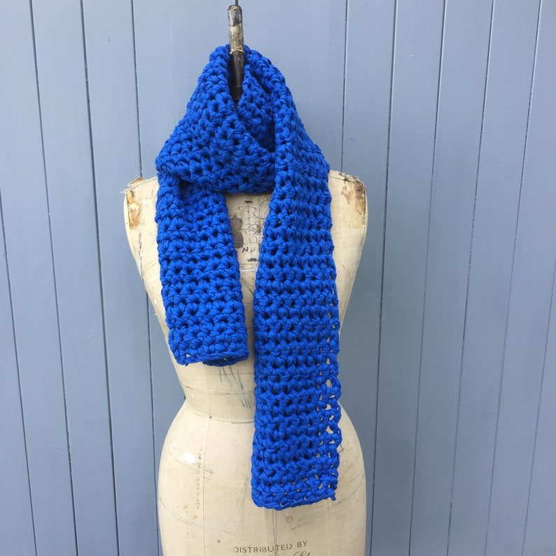 Royal blue chunky scarf image 0