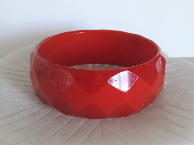 Vintage Cherry Red Bakelite Faceted Bangle Diamond Pattern Wide Plastic Semi Translucent Bracelet Tested 1 1940s BV792