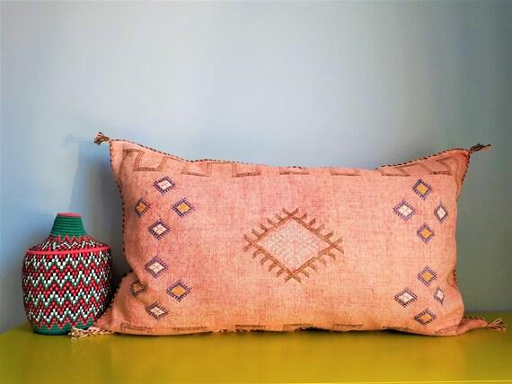 housse de coussin berb re longue en sabra fait main etsy. Black Bedroom Furniture Sets. Home Design Ideas