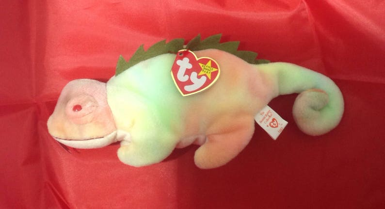 bb2dee08bbd Retired 1997 Iggy rainbow Iguana Ty Beanie Baby with swing