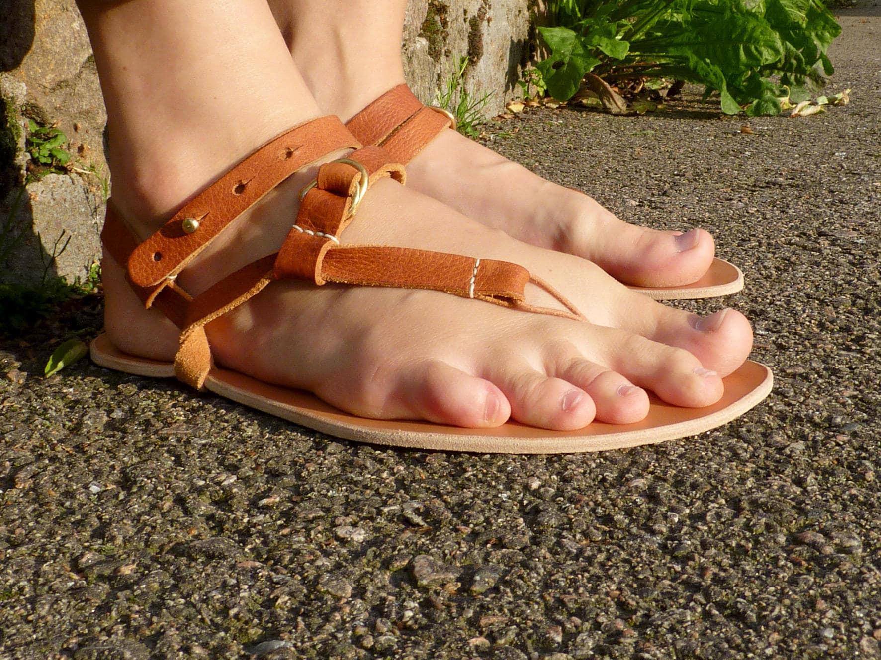 cc9b3473f920f Waku Waku - Brown leather laces - Minimalist sandals / Barefoot feel /  Earthing / Handmade / Vegetable tanned leather
