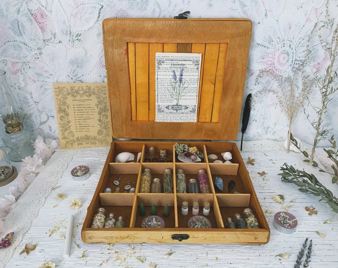 Apothecary Witch Altar // Botanist Edition