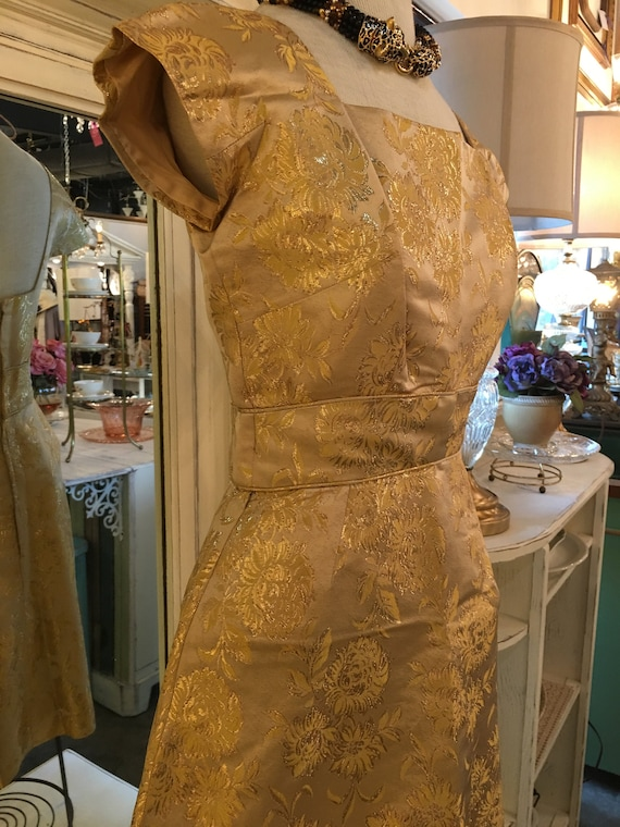 1950s VINTAGE PEGGY HUNT gold metallic brocade wig