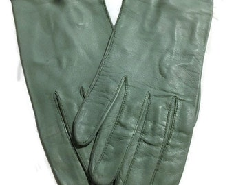 3262f6cc7b034 Vintage Ladies Pale Green Leather Gloves